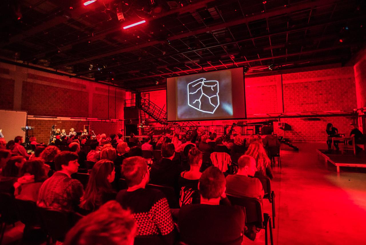 """Publiczność spektaklu """"Solidarność. Nowy projekt"""""""